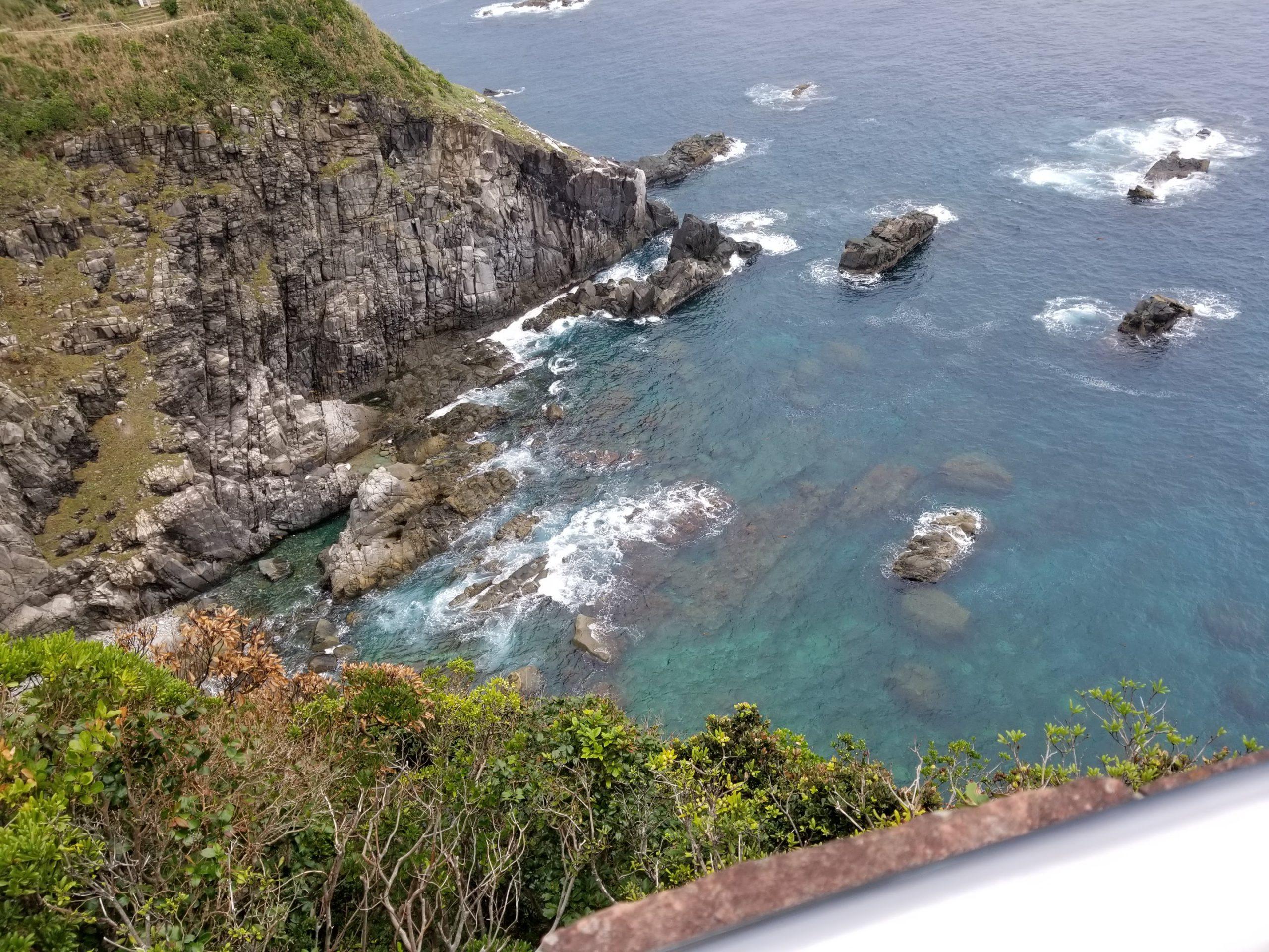 写真:土佐清水の足摺岬から見下ろした海の風景