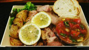 写真:豚肩ロースの低温グリルトマトサルサソース1200円