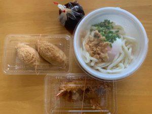 うどんといなり寿司と海老天